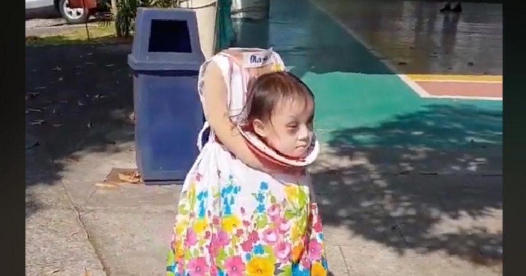 【ハロウィン】すごい発想の仮装の少女に世界中がびっくり!お菓子をもらう様子がシュールすぎる笑
