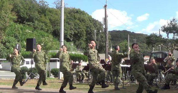 自衛隊員たちが、DA PUMPの「U.S.A.」を踊ってみた!生演奏でキレのあるダンスを披露!