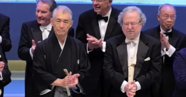 ノーベル賞授賞式に和服で登場した本庶佑さんが「かっこいい」と話題に!「日本の政治家も和服にすればいいのに」などの声
