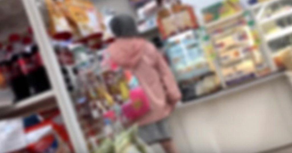 コンビニで店員さんに暴言を吐くおばあさん。それを見かねた客の対応が話題に