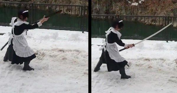 足元の悪い雪上で、2kgの大太刀を軽々と抜刀する古武術代範がスゴいと話題に!【最新版】