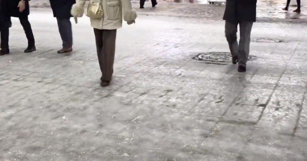 凍結した路面を歩く北海道民の歩き方が「とても参考になる」と話題に!【ライフハック】