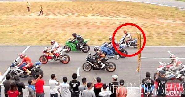 1000ccのバイクレースに一台だけ125ccのスクーターが参戦!でもめちゃ速い!!