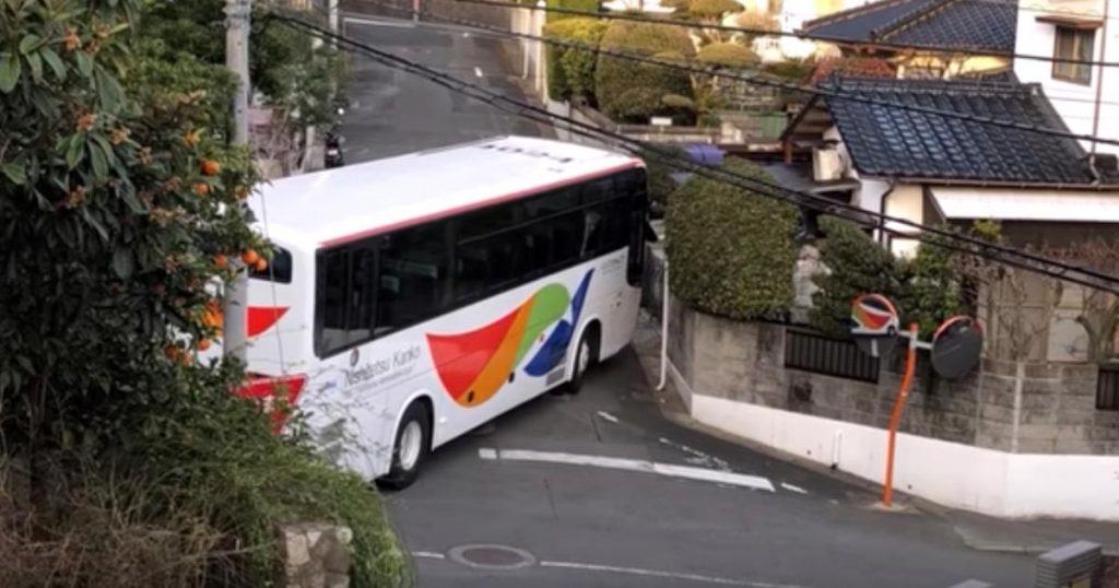 【神業】さすがプロの技!狭い路地で切り返す、西鉄のバスドライバーのテクニックが凄すぎると話題に!