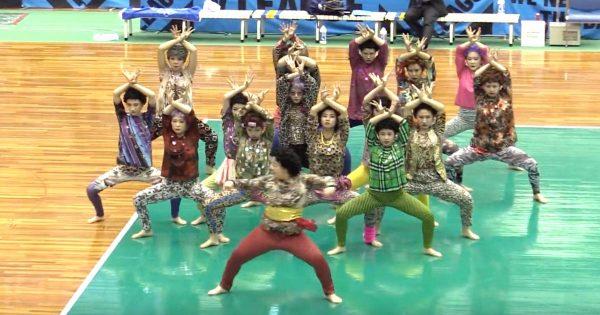「バブリーダンス」の登美丘高校ダンス部OGたちが「おばちゃんダンス」を披露!キレのあるダンスで会場は大盛り上がり!