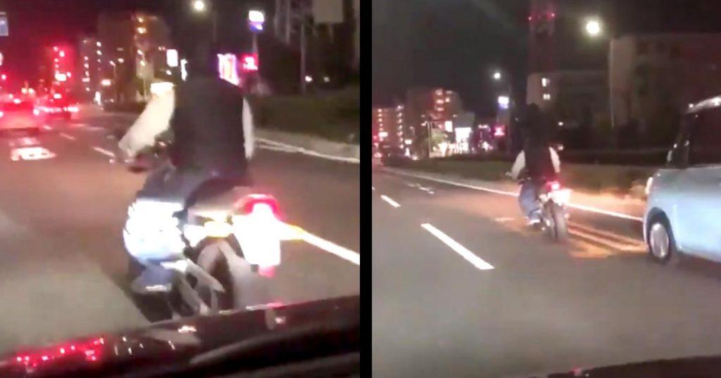 バイクで蛇行運転し進路妨害していた男。後ろばかり気にしていたらダサすぎることになってしまい話題に。撮影者も思わず「ダサっ」