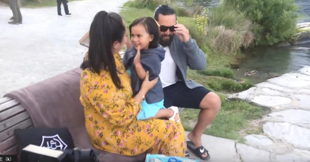 マオリ族の父が、新たに生まれる赤ちゃんと家族に贈った気迫溢れる「ハカ」に涙!家族への愛と父としての覚悟がひしひしと伝わる!