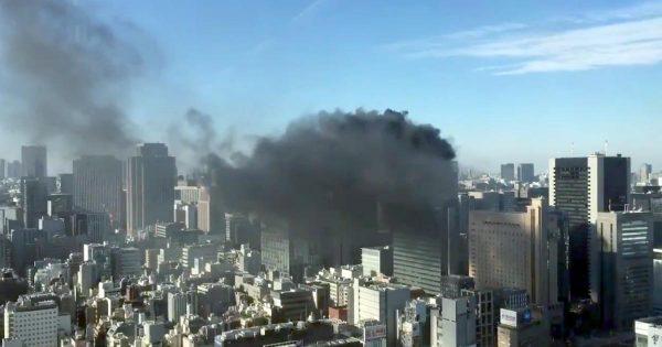 新橋のビルで火災が発生!黒煙が上がる様子が続々と投稿される!