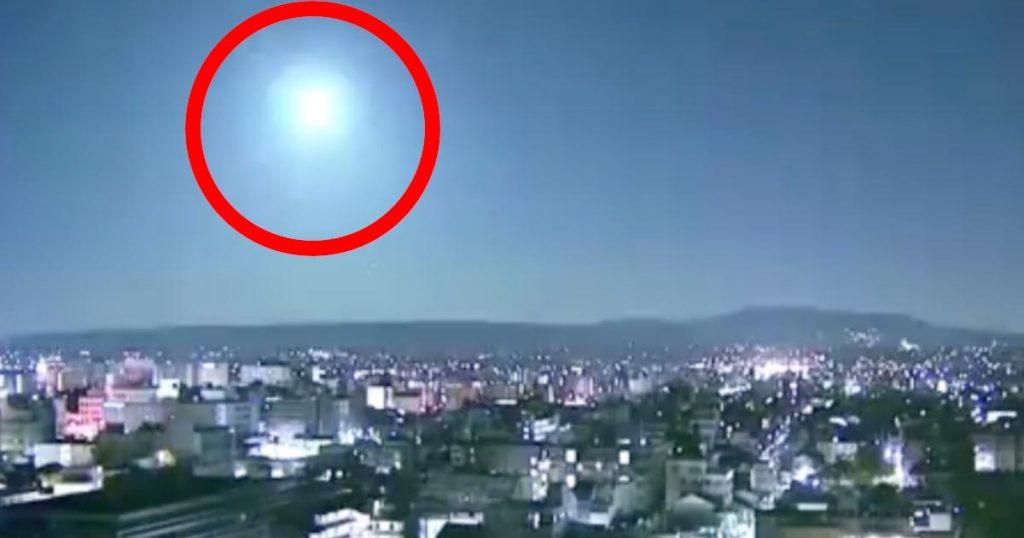 「天からのお年玉!?」眩く光る「火球」がNHKの各地のカメラで撮影され話題に!高知、京都、東京まで広範囲で目撃!