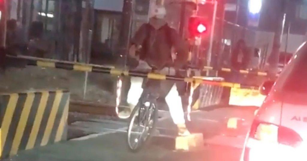 【千葉】迷惑すぎる度胸試し?踏切内でわざと止まり、電車を急停車させる男性が酷すぎる!