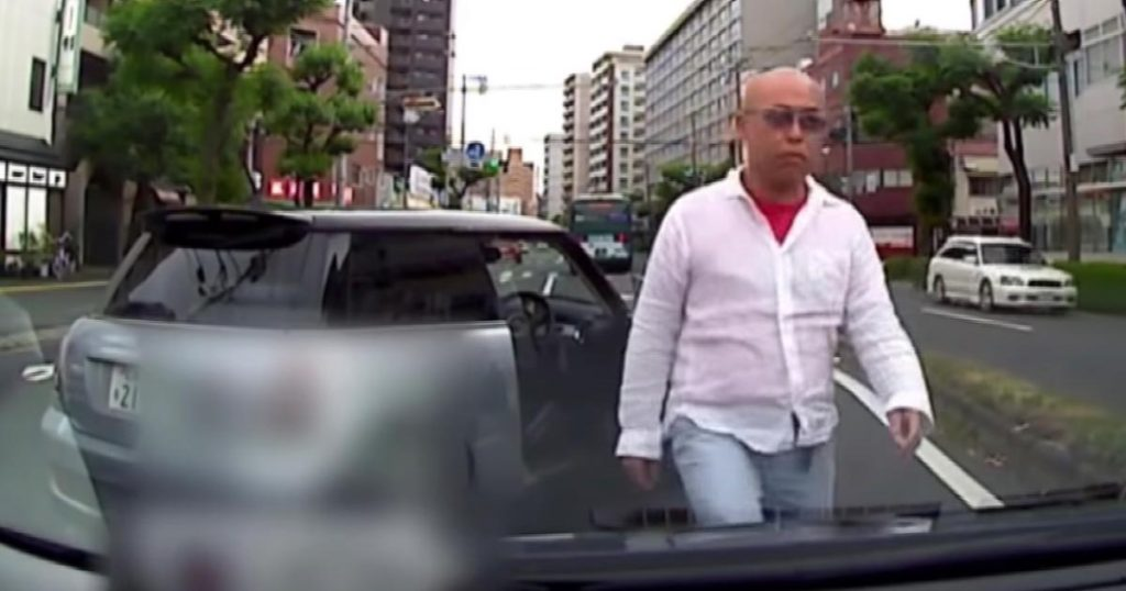 【広島】タクシーに割り込み、急停車!乗客の79歳の女性にけがをさせた会社員の男が逮捕される!