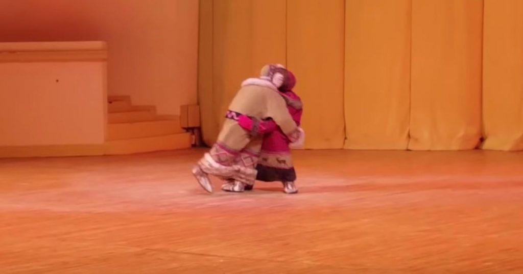 【神技】「これは予想外だった!」相撲をする人形、、と思って最後まで見ていたら全然違って話題に!