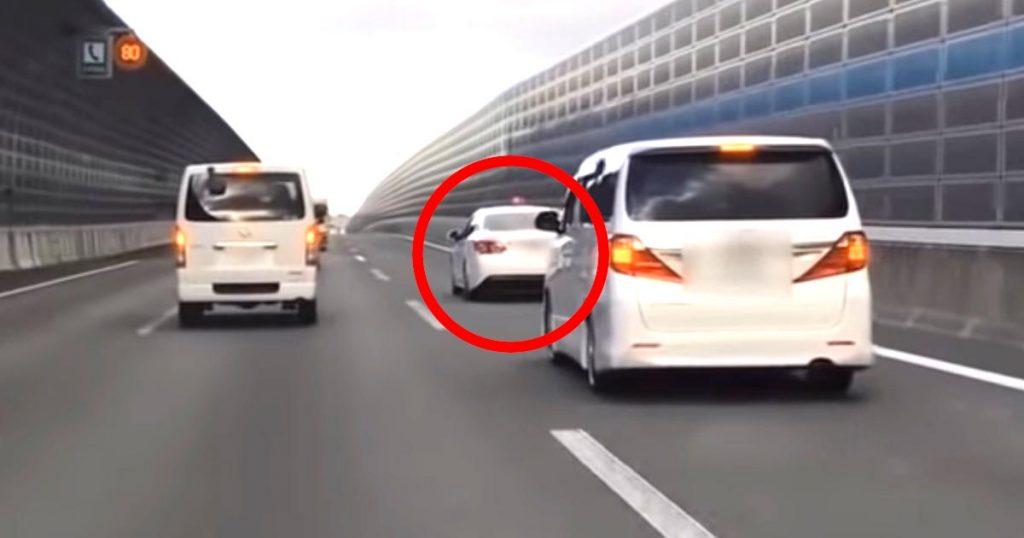 覆面パトカーと気付かずに煽っていた車、パトランプが点灯し大慌て!しかし捕まったのは隣の車でびっくり!