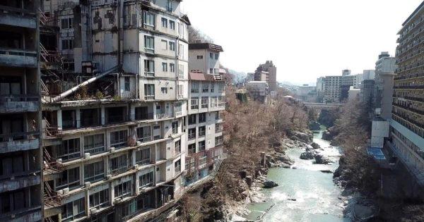 廃墟となった鬼怒川温泉のホテル群をドローンで空撮した動画がスゴい!ホテルの内部までよく見え、廃墟好きにはたまらない!!