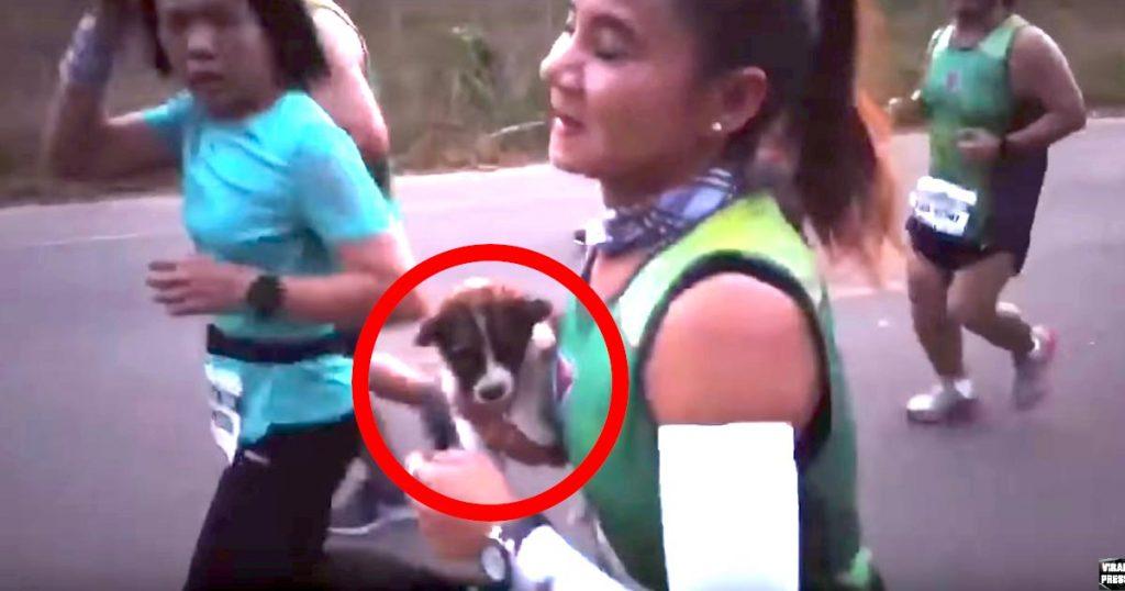 マラソンレースの途中に横たわる子犬を見つけた女性。残りの30kmを子犬を抱えて走り共にゴールし賞賛の嵐!順位よりも大切なこと。