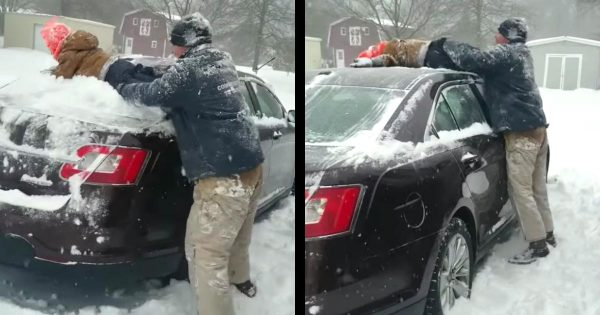 子供を使って雪おろしをする父親が話題に!楽しそうな父子の姿に世界中が癒される笑