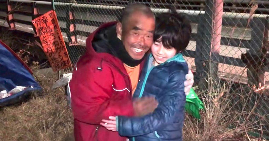 東京から大分まで1300kmを徒歩で帰宅中のスーパーボランティア・尾畠春夫さんと会ったら、とても優しい人だったと話題に!しかもテントの中まで見せてくれた!