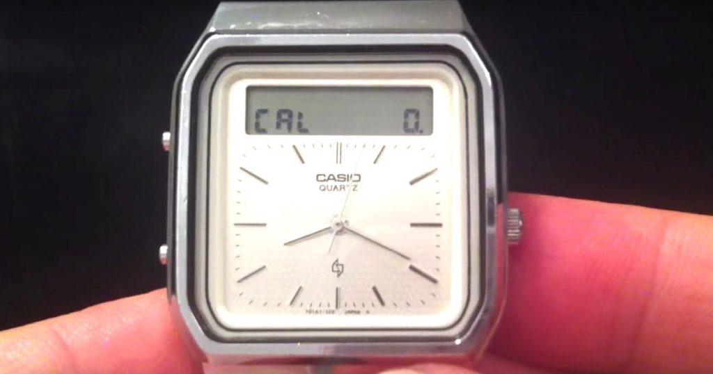 「一体どんな技術なんだ!」1984年製のカシオのタッチスクリーンの腕時計が海外で話題に!数字を書いて計算できる!