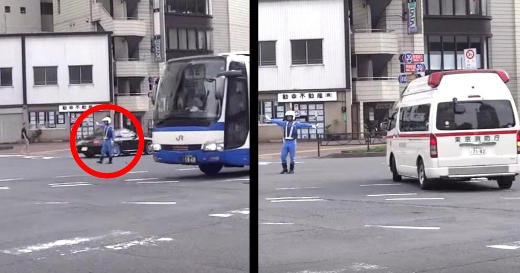 「かっこいい!」「見事な連携!」救急車を見た白バイ隊員が、一瞬で激しい大通りの車を止める様子がかっこいい!