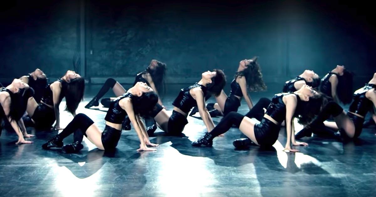 「武富士ダンス」を「バブリーダンス」の登美丘高校ダンス部OGが完全に再現し話題に!更に進化したキレあるダンスがさすが!