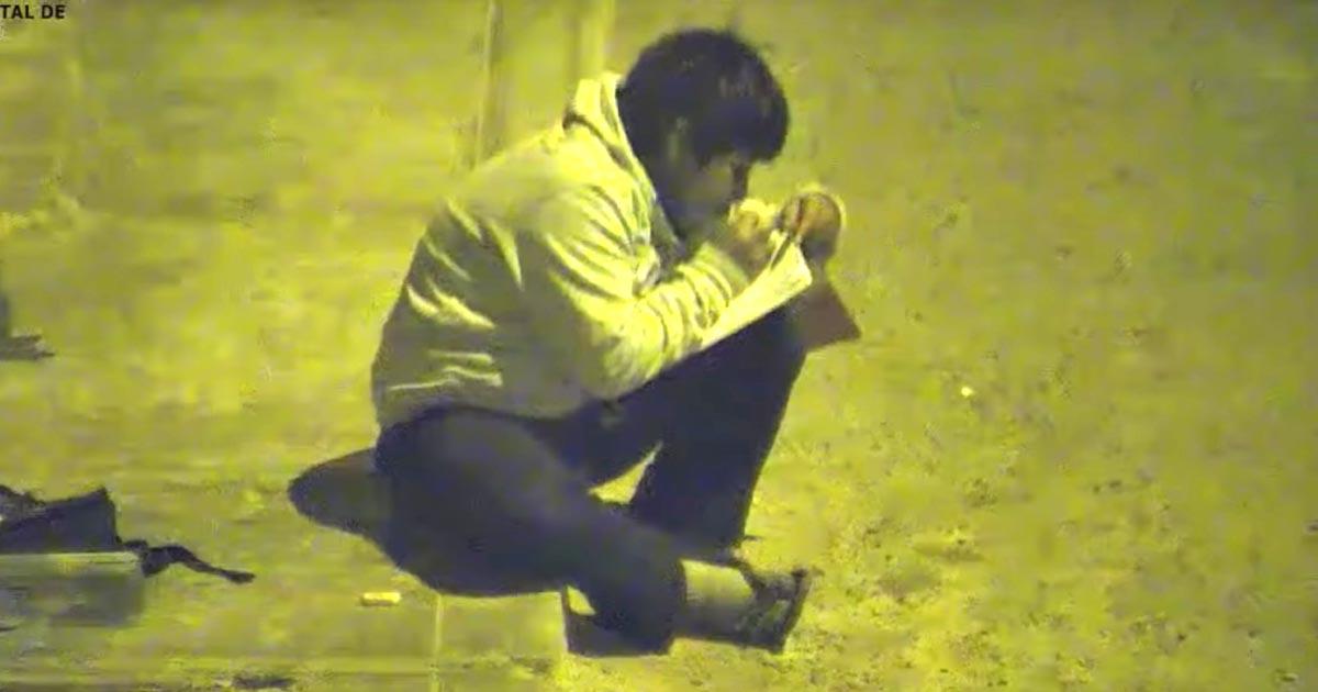 街灯の光で勉強をする貧しい少年が話題に。それを知った市長の心温まる対応に賞賛の嵐!