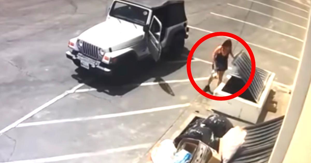 ゴミ箱に白い袋を捨てる女性。その中に入っていたのは生まれて間もない「小さな命」だった