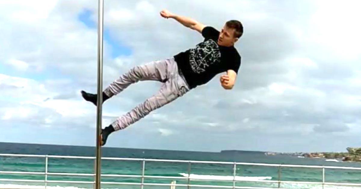 【神業】「なんでこの人だけ無重力なんだ!」足だけしか使わない、ポールダンスの世界チャンピオンの技が凄すぎると話題に!