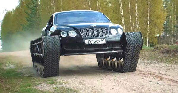 高級車ベントレーにキャタピラーを合体させ荒地を走りまくる動画が話題に!