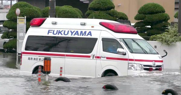 深い水たまりをかき分け出動する救急車。何があっても駆け付ける強い意志を感じる場面に賞賛の声!
