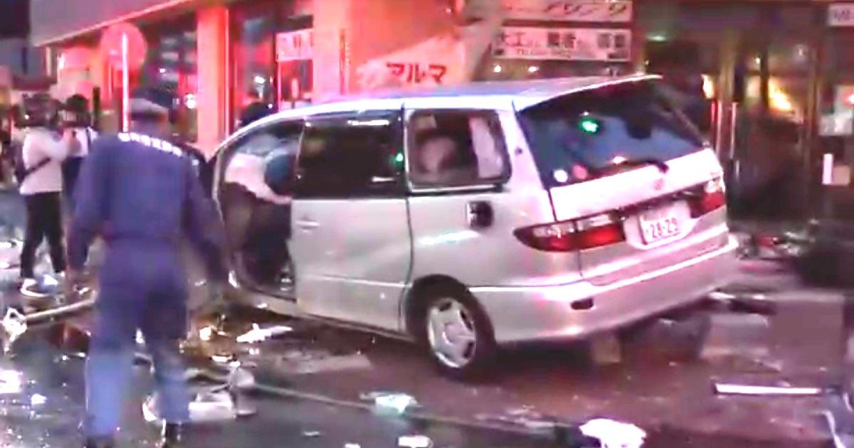 【福岡】高齢ドライバーの車が渋滞の車列を追い越そうとして反対車線を逆走!2人が亡くなり、8人が搬送!