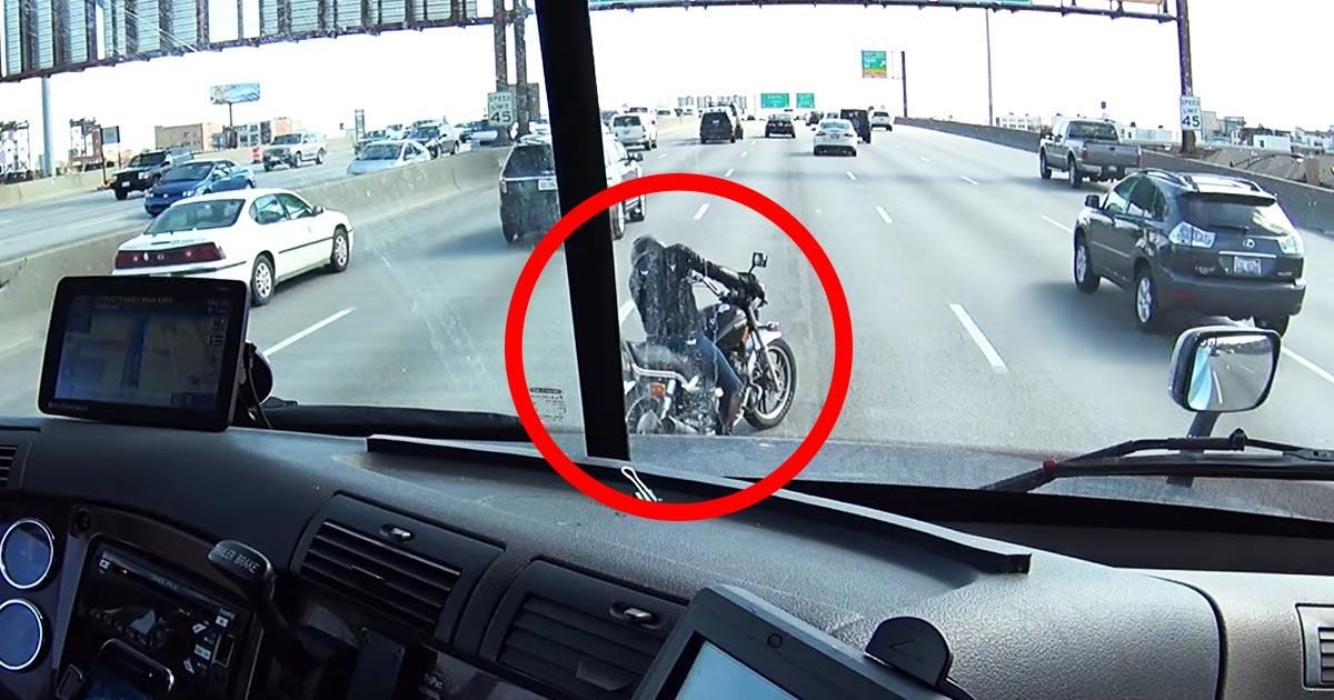 【神対応】まさにヒーロー!高速道路の真ん中でバイク故障で困り果てていた女の子。トラック運転手の機転の効いた対応がカッコよすぎる!
