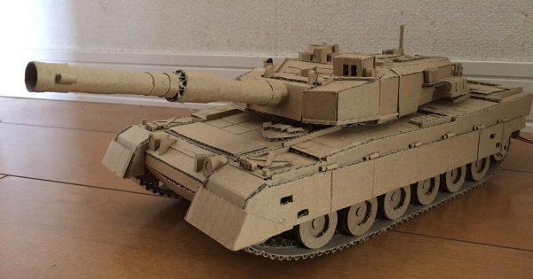 凄い才能!中学生の弟がダンボールとモーターだけで作った、実際に動く戦車が凄すぎると話題に!