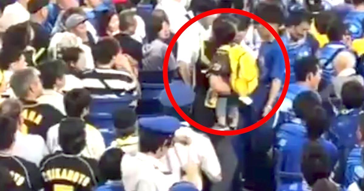 野球の試合観戦でトラブルを起こした父親の行動が物議!その後警察に引き渡される!