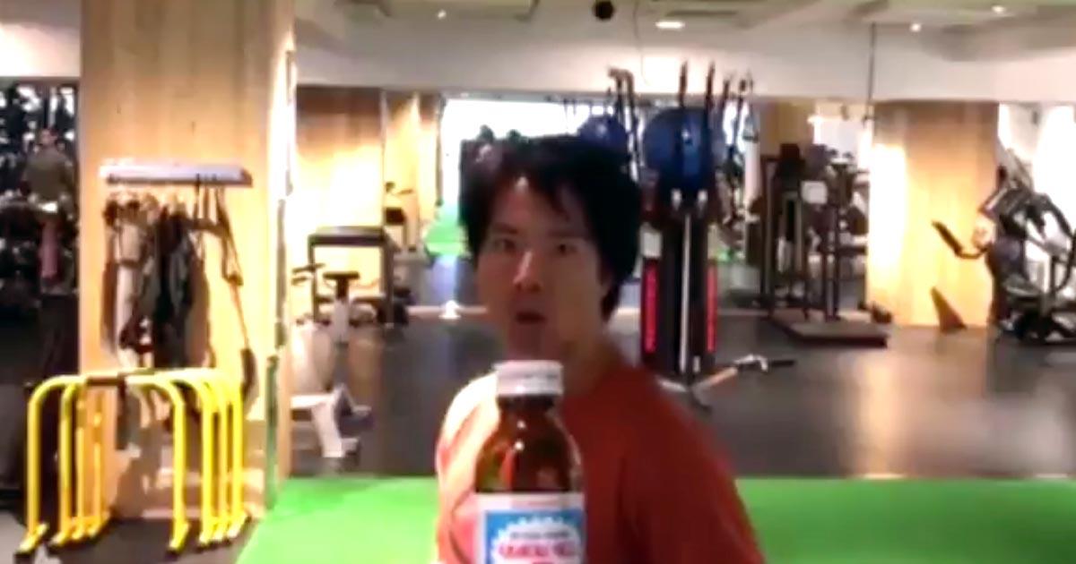 ケインコスギさんが、世界中で流行中の回し蹴りでボトルキャプを開けるチャレンジに挑戦!さすがだと話題に!