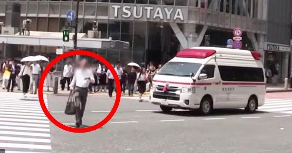 わざとやっているのかと疑ってしまうようなタイミングで救急車の前を横切る男性が物議!「他人の命より自分の都合か」