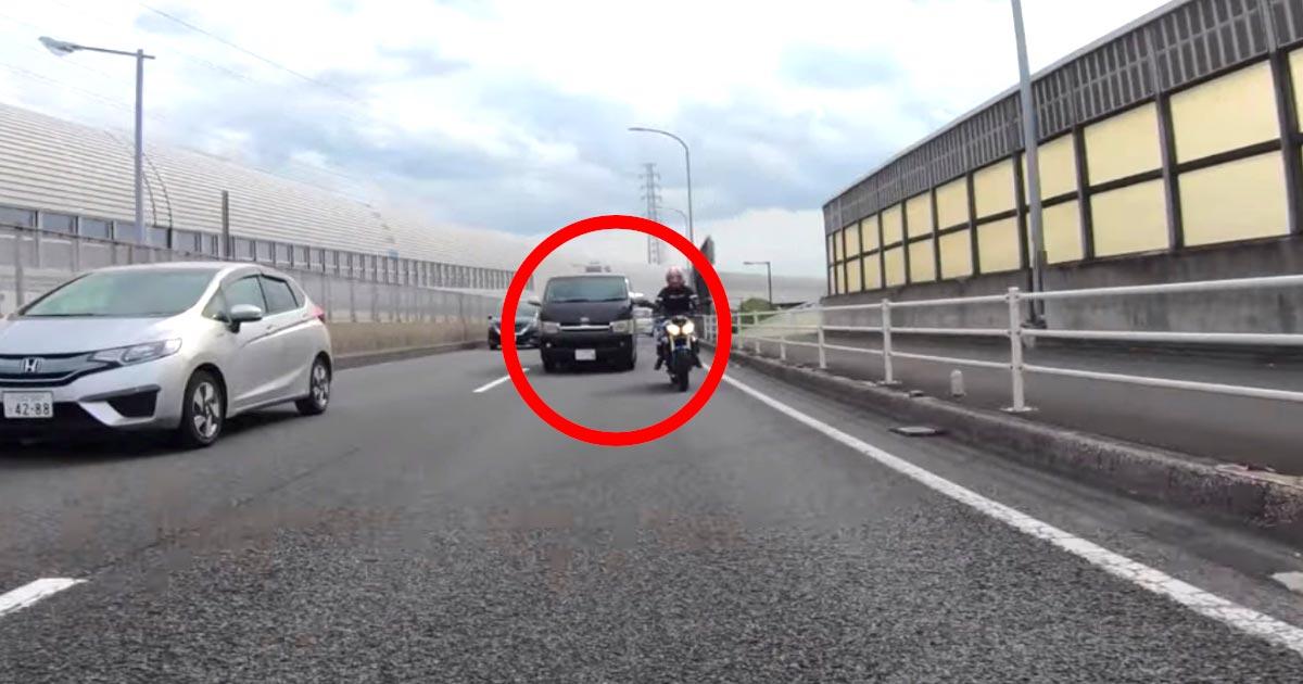 【埼玉】バイクに危なすぎる運転を仕掛けてきた車!投稿者さんはすぐに警察に通報!