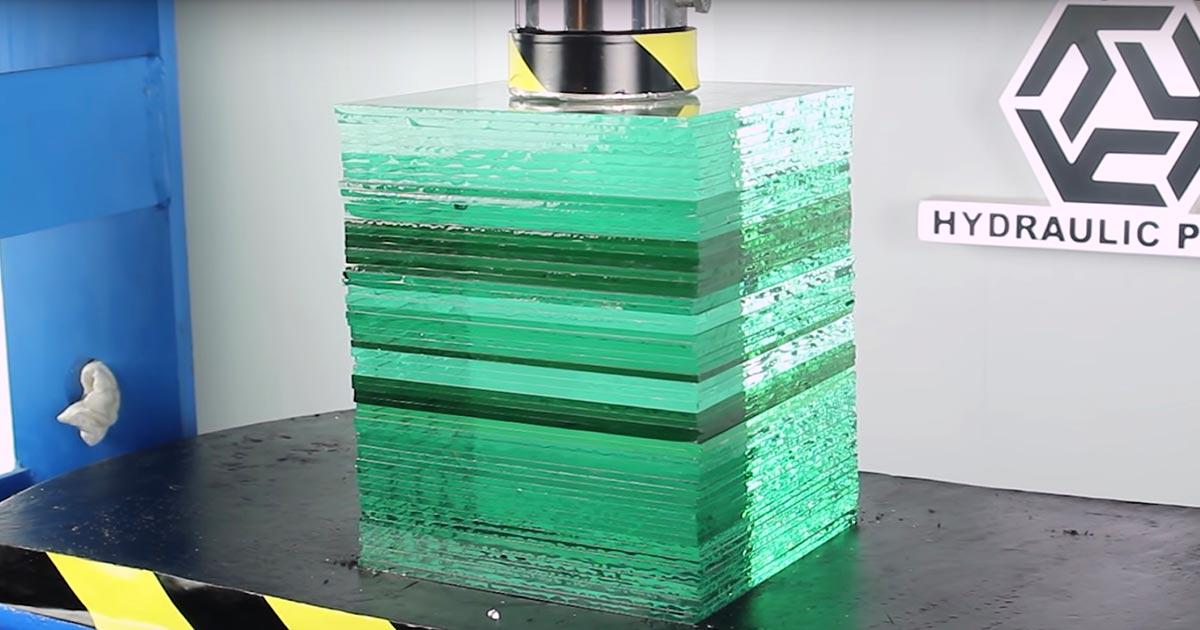 【実験】油圧プレスで100トンの力をガラスに加える実験が凄いと話題に!思いもよらぬことになってしまう!