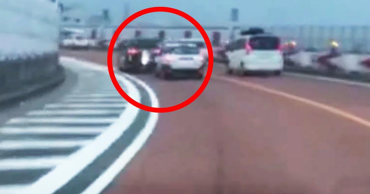 「免許を取り上げる必要がある行為」高速道路で1メートル以下の車間距離で常軌を逸したアオり運転を行う営業車!プロドライバーの目線から詳しく解説!