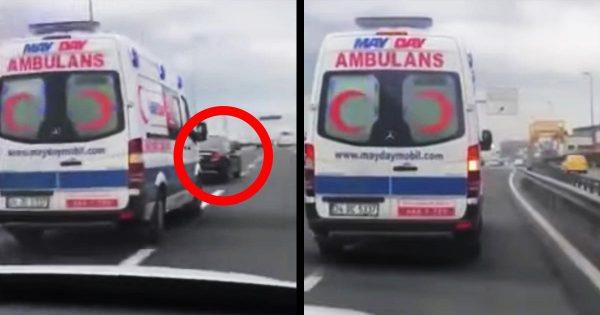 「なぜこんな無意味なことをするのか」わざわざ救急車の前を塞いで進路妨害するドライバーが酷すぎる!