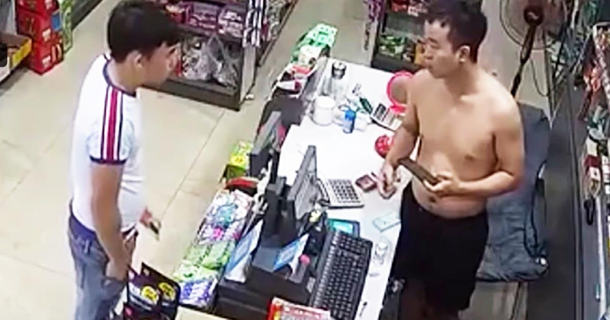 深夜の店に強盗にやってきた男。しかし数秒後、強盗はこの店に来たことを後悔する!