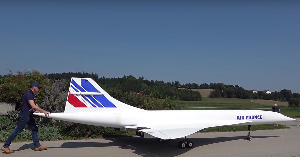 全長10メートル!超音速旅客機「コンコルド」の超巨大な自作ラジコンが初飛行に成功し話題に!