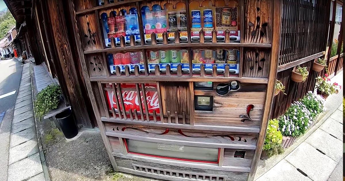 外国人も大絶賛!日本の世界遺産「石見銀山」のコカコーラの自販機の景観を守る努力に感動したと話題に!