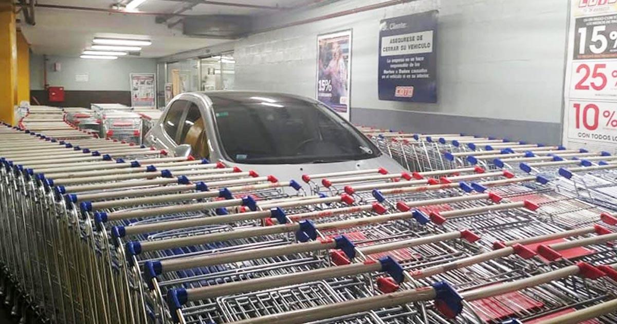 ショッピングカート置き場に駐車した迷惑なドライバー。従業員の仕返しに賞賛の声!
