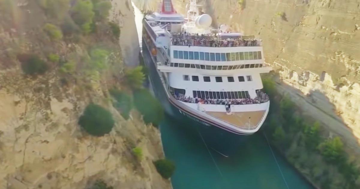 【神技】「操縦士の技術力に感銘!」全長200メートルの大型クルーズ船が幅ギリギリで運河を通過する様子がスゴイと話題に!過去最大の記録に!