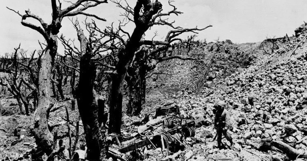 【首里城火災】「ここから立ち上がったんだ。大丈夫。」沖縄戦で徹底的に破壊された首里城の一枚の写真が話題に
