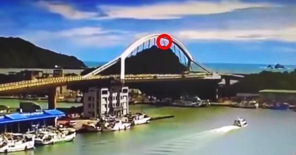 台湾で140メートルの橋が崩落!動画にはケーブルが破損し連鎖する様子が映し出される!