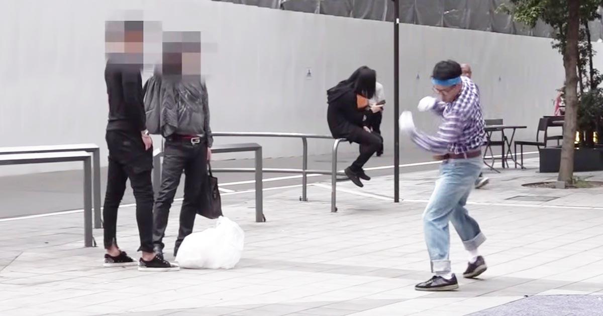 プロ格闘家の朝倉海がオタクに変装してタバコのポイ捨てを注意!初めはナメていたヤンキーもキレキレのパンチを見て黙ってしまう!
