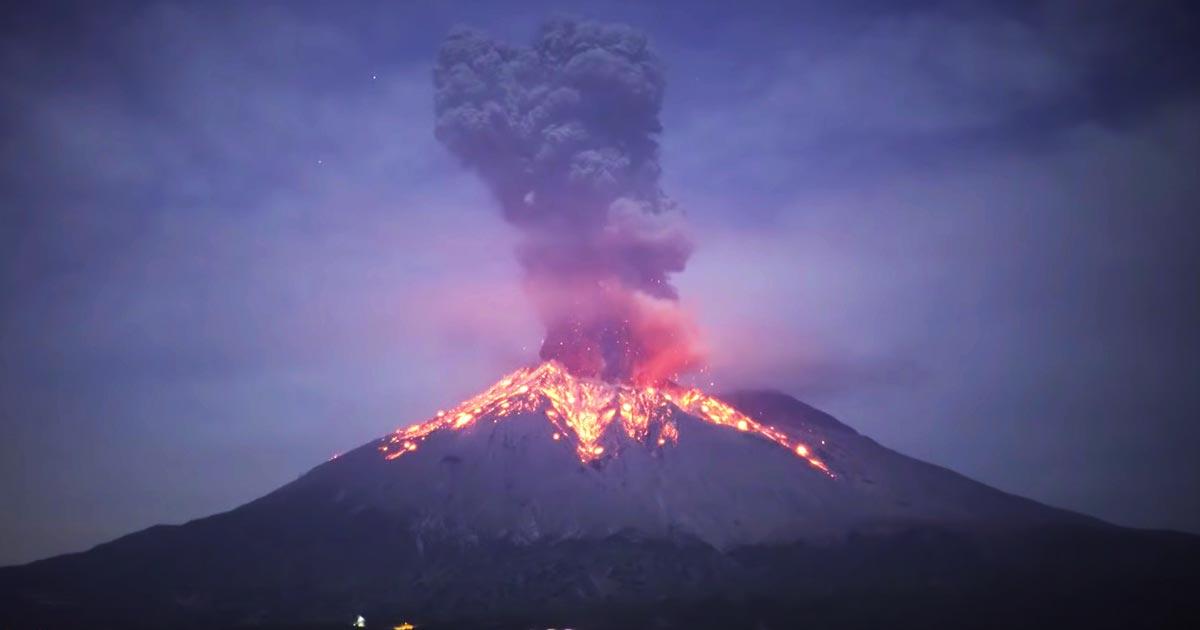 「不謹慎だけど、自然のパワーって美しい」2019年11月12日の桜島の噴火がスゴイと話題に!火山雷も発生した自然のエネルギーの大きさに鳥肌!
