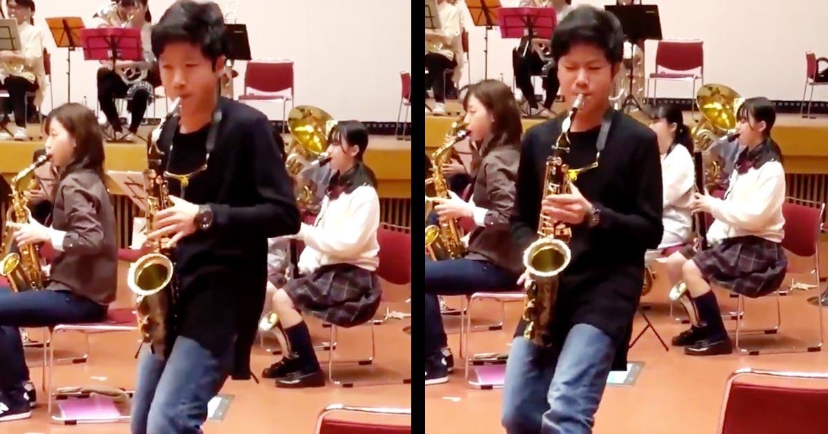 【鳥肌】「惚れてしまう」中学生がサックスで演奏する「宝島」のソロが上手すぎると話題に!