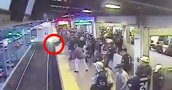 まさにヒーロー!高速で電車が進入してくる線路に落ちた男性をギリッギリで救った駅員が話題に!